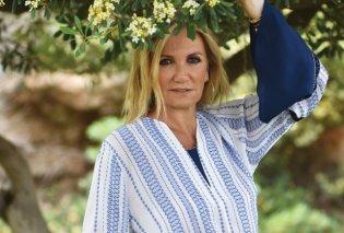 Η Μαρέβα Μητσοτάκη στην Ελευσίνα στηρίζει την τέχνη: Με στενό παντελόνι, σακάκι σε γήινα χρώματα – Πάντα με μάσκα (Φωτό)  - Κυρίως Φωτογραφία - Gallery - Video