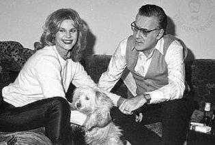 Vintage pic: Ο Φρέντυ Γερμανός μαζί με την Μαρία Ιωαννίδου - Η γνωριμία με αφορμή τα ζώδια, o χωρισμός για τα μίνι φουστάνια! - Κυρίως Φωτογραφία - Gallery - Video