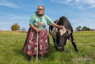 Η τελευταία μητριαρχική κοινότητα της Ευρώπης: Φωτογράφος αιχμαλωτίζει την δύναμη των γυναικών ενός μικρού νησιού της Βαλτικής (φωτό) - Κυρίως Φωτογραφία - Gallery - Video