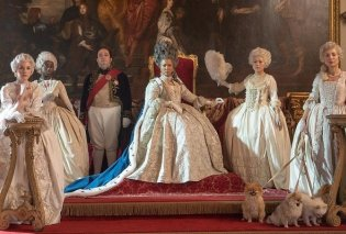 Τα απίθανα κοστούμια και κοσμήματα της σειράς Bridgerton: Βασιλικά χρώματα, ολοκέντητα φουστάνια, πελώριες περούκες & αξεσουάρ του die for (φωτό & βίντεο) - Κυρίως Φωτογραφία - Gallery - Video