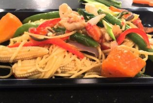 Η Αργυρώ Μπαρμπαρίγου μας ετοιμάζει νοστιμότατη Ασιατική συνταγή - Noddles με γαρίδες & σάλτσα με καρύδα και τσίλι   - Κυρίως Φωτογραφία - Gallery - Video