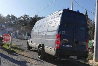 Έφτασε ο Δημήτρης Λιγνάδης στις φυλακές Τρίπολης - Θα μπει σε απομόνωση (φωτό - βίντεο) - Κυρίως Φωτογραφία - Gallery - Video