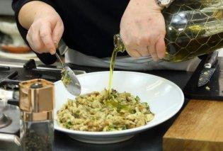 Η Αργυρώ Μπαρμπαρίγου μαγειρεύει για το τραπέζι της Τσικνοπέμπτης - Τρομερή μελιτζανοσαλάτα  - Κυρίως Φωτογραφία - Gallery - Video