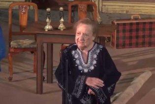 Υπέροχη στα 98 της η Ροζίτα Σώκου - Η θρυλική κριτικός απαγγέλει για τον έρωτα με  τον Σπύρο Μπιμπίλα (φώτο-βίντεο) - Κυρίως Φωτογραφία - Gallery - Video