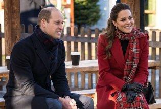 Άψογη η εμφάνιση της Kate Middleton: Το εκπληκτικό κόκκινο παλτό, η πλισέ φούστα, οι nude γόβες της Δούκισσας  (φωτό & βίντεο) - Κυρίως Φωτογραφία - Gallery - Video