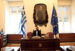 Χάλκινο μετάλλιο για τον Χάρη Μαμουλάκη στο τουρνουά - σκάκι των Ευρωπαίων πολιτικών - Ο Έλληνας βουλευτής ξεχώρισε με την απόδοση του (φώτο) - Κυρίως Φωτογραφία - Gallery - Video