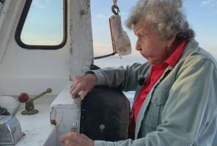 Top Woman ετών 101: Η Βιργινία η «κυρία των αστακών» ψαρεύει ακόμη: «Θα συνεχίσω μέχρι να πεθάνω» - Βοηθός ο 78χρονος γιος της (φώτο – βίντεο) - Κυρίως Φωτογραφία - Gallery - Video