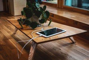 Η Ευρωπαϊκή Ένωση υποχρεώνει όλους τους κατασκευαστές κινητών τηλεφώνων να έχουν ίδιο φορτιστή - τύπου USB-C - Κυρίως Φωτογραφία - Gallery - Video