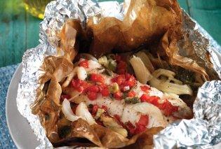 Ψάρι στη λαδόκολλα από την Αργυρώ Μπαρμπαρίγου: Μια εύκολη και υγιεινή συνταγή που θα σας ξετρελάνει  - Κυρίως Φωτογραφία - Gallery - Video