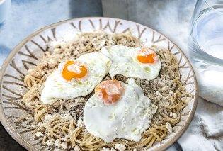Η Αργυρώ Μπαρμπαρίγου μας ετοιμάζει: Παραδοσιακή τσουχτή Μάνης -  Μακαρόνια με μυζήθρα, καμμένο βούτυρο & τηγανητό αυγό - Κυρίως Φωτογραφία - Gallery - Video