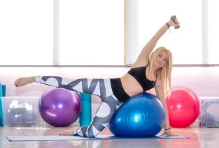 Η Pilates instructor Μαρία Μαραγιάννη συμβουλεύει πώς να χάσουμε κιλά & να πετύχουμε σύσφιξη του σώματος με κοιλιακούς & fit ball (φώτο) - Κυρίως Φωτογραφία - Gallery - Video
