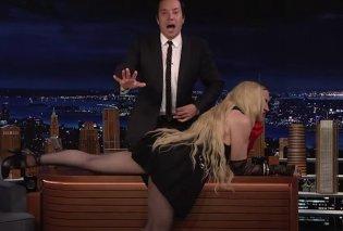 Η Madonna ξάπλωσε στο γραφείο του Jimmy Fallon & έδειξε το εσώρουχό της: Τρελάθηκε ο παρουσιαστής - «δεν ξέρω τι να κάνω» (βίντεο) - Κυρίως Φωτογραφία - Gallery - Video
