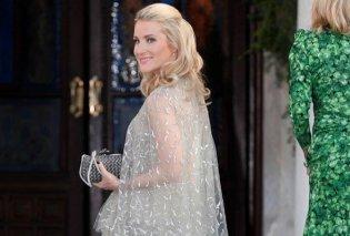 Το μεγάλο ενδυματολογικό φάουλ της καλλονής πριγκίπισσας Ekaterina του Αννόβερο: Πήγε ντυμένη σαν νύφη στον πριγκιπικό γάμο (φωτό) - Κυρίως Φωτογραφία - Gallery - Video