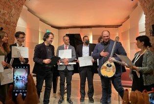 Ο  Μιχάλης Παούρης κατέκτησε με το μπουζούκι του το 1ο Παγκόσμιο Βραβείο κλασσικής μουσικής στο Σπίτι του Μότσαρτ -  Ιστορική στιγμή για τον Έλληνα βιρτουόζο (φώτο-βίντεο)  - Κυρίως Φωτογραφία - Gallery - Video