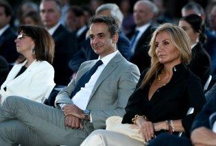 Όσα έγιναν στην εκδήλωση της ελληνικής προεδρίας: Ο Κυριάκος & η κομψή Μαρέβα Μητσοτάκη, η σπάνια εμφάνιση του Γιώργου Παπανδρέου (φωτό) - Κυρίως Φωτογραφία - Gallery - Video