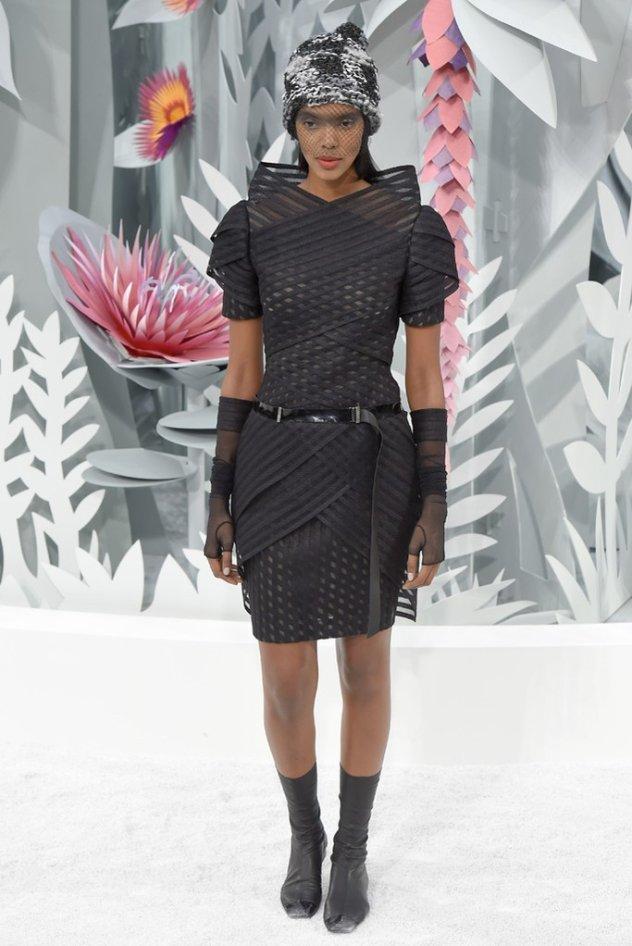 165476e01d Το υπερθέαμα στην πασαρέλα της Chanel - Εντυπωσιακό ξεκίνημα για την  εβδομάδα μόδας υψηλής ραπτικής καλοκαίρι 2015! (φωτό)