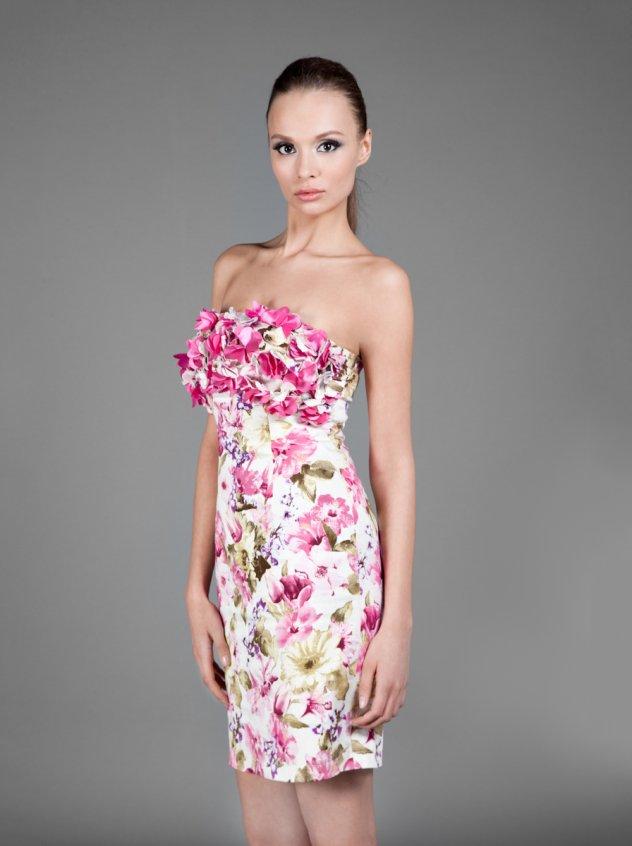 cf797435ea14 6 floral φορέματα για στιλάτα ανοιξιάτικα σύνολα - Δείτε τα ...