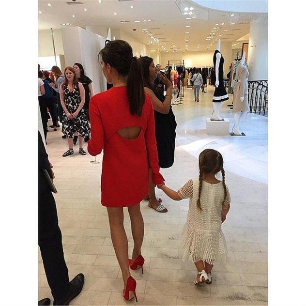 Οι πιο όμορφες διάσημες μαμάδες με τις   mini me   κόρες τους σε 10+ ... 1a2d93be76a