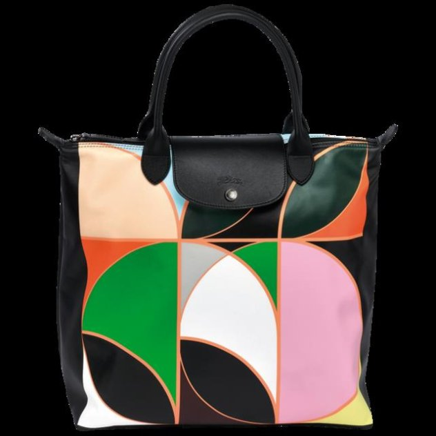 H Longchamp στρέφεται στην καλλιτέχνη Sarah Morris για να μας ξανά συστήσει  την εικονική τσάντα Le Pliage με αφορμή τον εορτασμό της 20ης επετείου της. a6458f9e9d4
