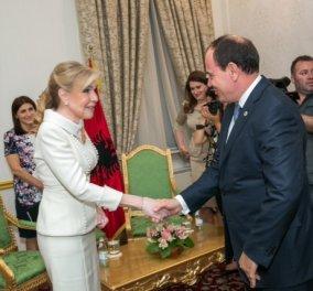 H Mαριάννα Β. Βαρδινογιάννη βραβεύεται από τον Πρόεδρο της Αλβανίας Bujar Nishani με το μετάλλιο «Μητέρα Τερέζα» (φωτό)   - Κυρίως Φωτογραφία - Gallery - Video