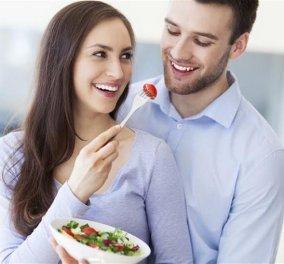 O έρωτας περνάει από το στομάχι : 10 τροφές που θα εκτοξεύσουν τη λίμπιντό σας - Κυρίως Φωτογραφία - Gallery - Video