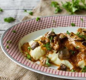 Μοσχάρι στρογκανόφ από τον ταλαντούχο σεφ Άκη Πετρετζίκη για το μεσημεριανό σας! - Κυρίως Φωτογραφία - Gallery - Video