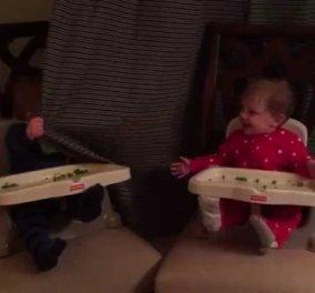 Smileeee: Τα διδυμάκια που δεν σταματούν να τραγουδούν μαγεύοντας το ένα το άλλο - Play Peek -a- Boo! (βίντεο) - Κυρίως Φωτογραφία - Gallery - Video