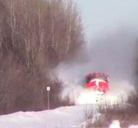 Επική διαδρομή ενός τρένου μέσα από τα χιόνια: δεν το έχετε ξαναδεί - πολύ εντυπωσιακό βίντεο!  - Κυρίως Φωτογραφία - Gallery - Video