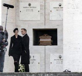 Ο Ντάνιελ Κρεγκ & η χήρα μαφιόζου Μόνικα Μπελούτσι μαζί σε νεκροταφείο - Οι εικόνες από τον πολυαναμενόμενο Τζέιμς Μποντ «Spectre» - Κυρίως Φωτογραφία - Gallery - Video