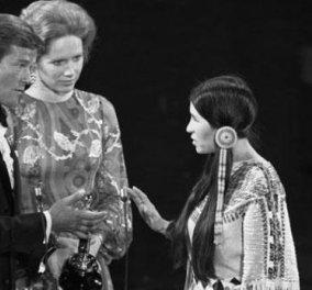 Vintage Story: Όταν ο Μάρλον Μπράντο έστειλε μια όμορφη Ινδιάνα να παραλάβει το Όσκαρ του το κοινό την γιουχάισε! Δείτε φωτό & βίντεο! - Κυρίως Φωτογραφία - Gallery - Video