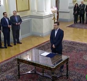Live: Ορκίστηκε ο Αλέξης Τσίπρας Πρωθυπουργός της χώρας - Πολιτικό όρκο και όχι θρησκευτικό έδωσε ο αρχηγός του ΣΥΡΙΖΑ! (βίντεο) - Κυρίως Φωτογραφία - Gallery - Video