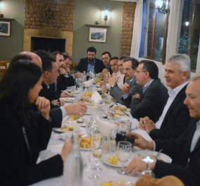 Μια γυναίκα ρε παιδιααά: Φωτό από το δείπνο Σαμαρά με 14 νέους άνδρες βουλευτές της ΝΔ & μια... Νίκη!  - Κυρίως Φωτογραφία - Gallery - Video