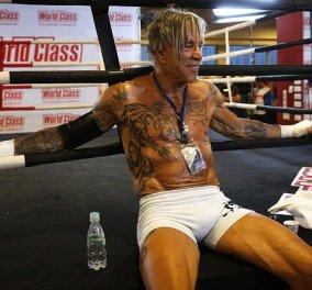Ξανά μποξέρ με την κοιλιά του ''φέτες'' ο 62χρονος Μίκυ Ρουρκ: Θα ξαναμπεί στην πυγμαχία μετά από 20 χρόνια! (Φωτό) - Κυρίως Φωτογραφία - Gallery - Video