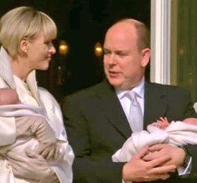O Πρίγκηπας Αλβέρτος του Μονακό & η Σαρλήν βγήκαν στο μπαλκόνι του παλατιού με τα μωρά τους και από κάτω έγινε χαμός από το πλήθος!  - Κυρίως Φωτογραφία - Gallery - Video