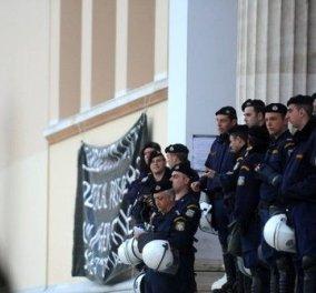 Επέμβαση της αστυνομίας στην πρυτανεία μετά από 19 μέρες κατάληψης - συλλήψεις 14 ατόμων! - Κυρίως Φωτογραφία - Gallery - Video
