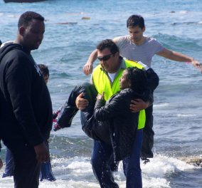 Ρόδος: Νέες δραματικές εικόνες από το ναυάγιο - 4 μετανάστες νεκροί, ανάμεσά τους ένα παιδί - Κυρίως Φωτογραφία - Gallery - Video