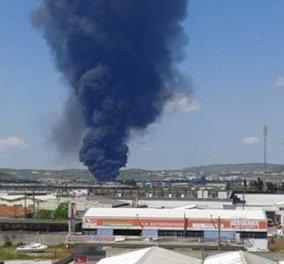 Τραγωδία στον Βόλο: Ένας νεκρός, ένας τραυματίας & εγκλωβισμένοι μετά από έκρηξη σε εργοστάσιο - Κυρίως Φωτογραφία - Gallery - Video