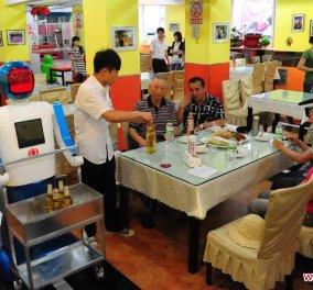 30 ρομπότ μαγειρεύουν και σερβίρουν σε ένα εστιατόριο στην Κίνα - Πως θα σας φαινόταν; - Κυρίως Φωτογραφία - Gallery - Video