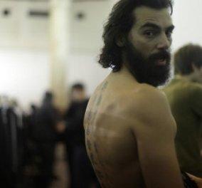 Made in Greece ο Παρασκευάς Μπουμπουράκας, διεθνές μοντέλο που όταν δεν κάνει εξώφυλλο για την Vogue , βολτάρει το σκύλο του στο Πεδίον του Άρεως  - Κυρίως Φωτογραφία - Gallery - Video