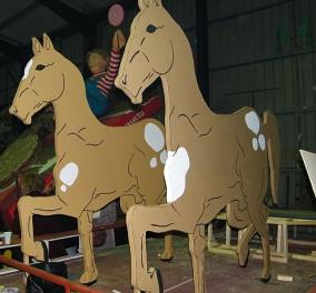 Τρυπώσαμε στο «αρχηγείο» των Αποκριάτικων αρμάτων που ετοιμάζει το Καρναβάλι του Ρεθύμνου για τις 22/2 - Γίνεται 100 ετών φέτος! - Κυρίως Φωτογραφία - Gallery - Video