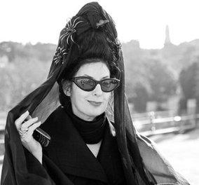 Top woman η Diane Pernet, η δημοφιλέστερη fashion blogger με τα καινούρια της αρώματα που κάνουν θραύση! - Κυρίως Φωτογραφία - Gallery - Video