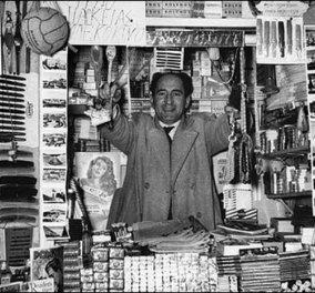 Vintage Story: Όταν άνοιξε το πρώτο περίπτερο στην Ελλάδα, έτρεχαν οι ερωτευμένοι να μιλήσουν στα τηλέφωνα με κερματοδέκτες! (φωτό) - Κυρίως Φωτογραφία - Gallery - Video