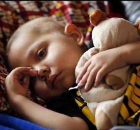 Story of the day: O 4χρονος Ιθαν ήθελε να γιορτάσει τα Χριστούγεννα πριν πεθάνει από λευχαιμία και μια ολόκληρη πόλη συνωμότησε στο να γίνει πραγματικότητα η επιθυμία του! (Φωτό - βίντεο) - Κυρίως Φωτογραφία - Gallery - Video