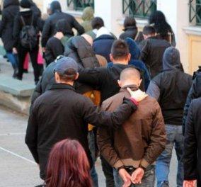 Ελεύθεροι υπό όρους οι πρώτοι 6 κατηγορούμενοι για συμμετοχή στην εγκληματική οργάνωση - Αρνείται κάθε συμμετοχή ο Α. Τσοχατζόπουλος - Κυρίως Φωτογραφία - Gallery - Video