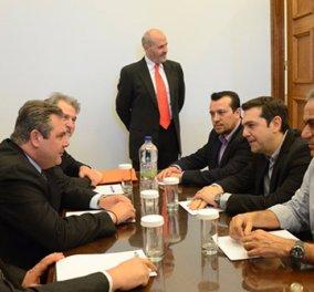 Στην «αντεπίθεση» η ΝΔ - Απαντά με φωτογραφία του -φερόμενου ως- μεσάζοντα Γ. Αποστολόπουλου σε συνάντηση με Τσίπρα-Καμμένο! - Κυρίως Φωτογραφία - Gallery - Video