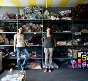 Aποκλ.: Made in Greece τα «Sun of a Beach» - Η Έλλη & η Μελίνα κατακλύζουν την αγορά με chic & funky πετσέτες θαλάσσης - Κυρίως Φωτογραφία - Gallery - Video