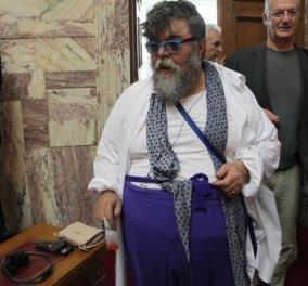 Ώπα είπα λέω: Ο Σταμάτης Κραουνάκης στη Βουλή αρματωμένος & σε χρώματα εθνικά  - Κυρίως Φωτογραφία - Gallery - Video