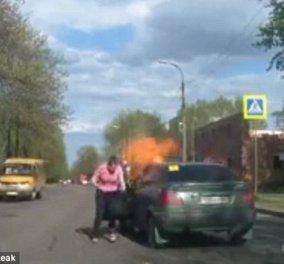 Βίντεο - Θρίλερ: Αυτοκίνητο γίνεται παρανάλωμα του πυρός από άναμμα τσιγάρου  - Κυρίως Φωτογραφία - Gallery - Video