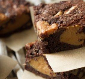 Brownies με καραμέλα από τον Άκη Πετρετζικη – Ιδανικό πρωινό για να συνοδεύσει τον Σαββατιάτικο καφέ - Κυρίως Φωτογραφία - Gallery - Video