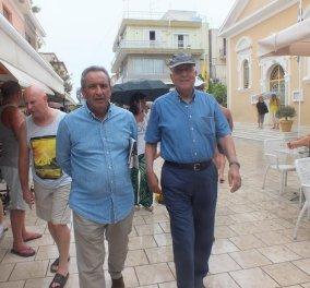 Ο Σταύρος Δήμας σε διακοπές στη Κεφαλονιά με τη σύζυγο του Μαίρη & φίλους - Βόλτες στο λιθόστρωτο - Κυρίως Φωτογραφία - Gallery - Video